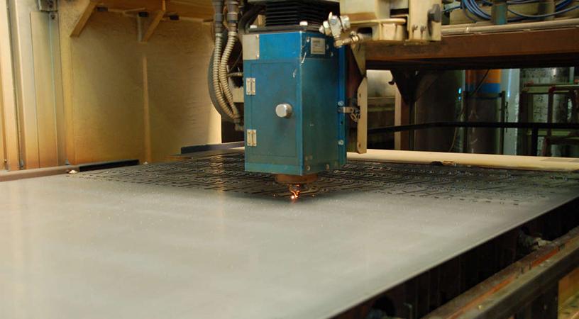 生産設備 三菱レーザー加工機